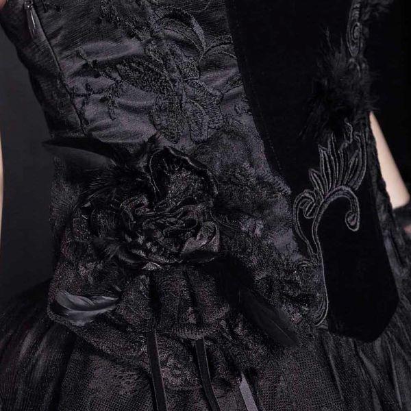 Schwarzes Hochzeitskleid mit Samt und Spitze