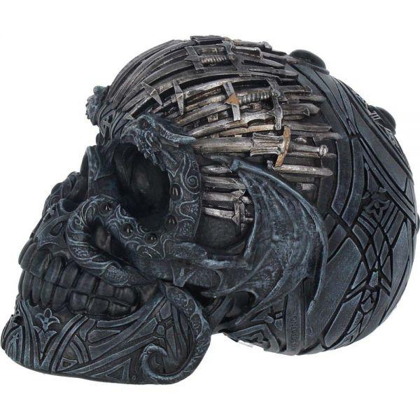 Totenschädel im Fantasy Krieger Look mit Schwertern
