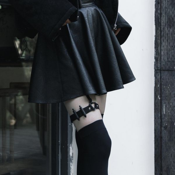 Sexy Uniform Patronengürtel Strapsband und Strumpfhalter