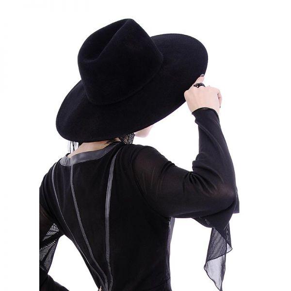Schwarzer Hut mit breiter Krempe