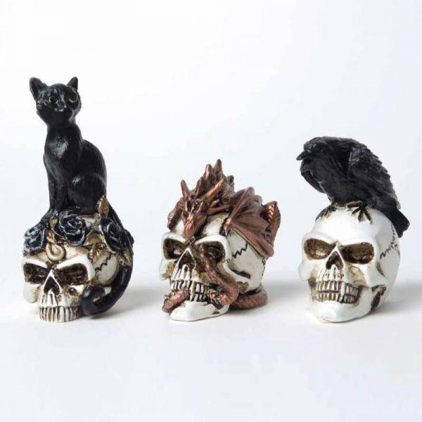 Schwarze Katze auf Totenschädel Miniatur Skulptur